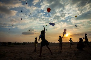 Balloons with SOS messages directed to president Obama and Hillary Clinton while in Cambodia during the ASEAN summit, are released during a demonstration in the sand dunes of the former Boeung Kak lake. Phnom Penh, Cambodia.