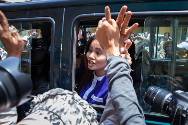 Land rights activist Yorm Bopha shouts 'struggle, struggle' as she leaves the Supreme Court after begin denied bail. ©Erika Pineros