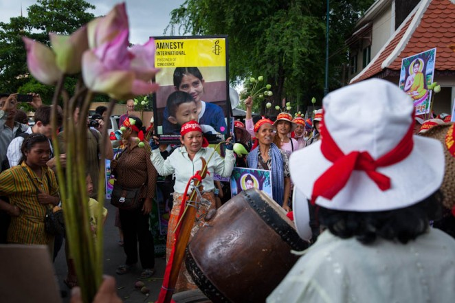 Villagers demonstrate during a pacific protest in front of the Appeal Court in support of land rights activist Yorm Bopha. ©Erika Pineros