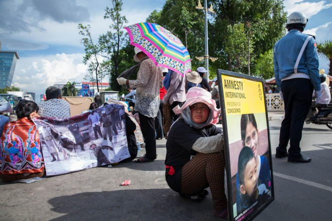 Boeung Kak villagers blocked Monivong Road in front of City Hall to demand authorities a solution regarding the 12.4ha promised to them a few years back. Jul. 01, 2013. ©Erika Pineros