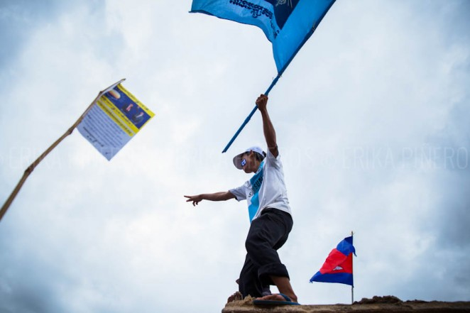 A CNRP supporter waves a flag during opposition leader Sam Rainsy's return to Cambodia. Jul. 19, 2013 ©Erika Pineros
