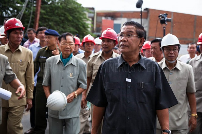 Prime Minister Hun Sen arrives at Stung Meanchey's new bridge on his appearance after elections. Phnom Penh. Jul. 31, 2013 ©Erika Pineros