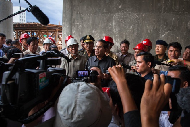 Prime Minister Hun Sen addresses the media during his visit to Stung Meanchey's bridge on his appearance after elections. Phnom Penh, Cambodia Jul. 31, 2013 ©Erika Pineros