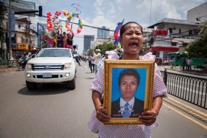 Hundreds of protesters and families of January's deadly clashes victims demonstrate across Phnom Penh on Labour Day. May 1, 2014 ©Erika Pineros